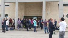 L'esterno della palestra dei Vigili del Fuoco di Taranto che per l'occasione ha ospitato l'udienza preliminare per il caso Ilva