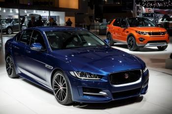 Jaguar XE e Discovery Sport_Paris Motorshow