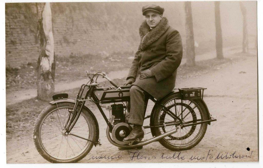 Flavio Molaroni in sella al modello sport del 1923