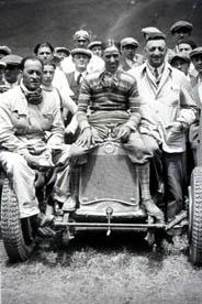 Luigi Arcangeli con Nuvolari e Enzo Ferrari